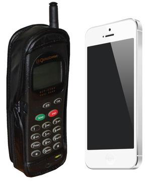 1998 model Qualcomm QCP-2700 ve iPhone 5 (Resim: Wikimedia, CC BY-SA 3.0)